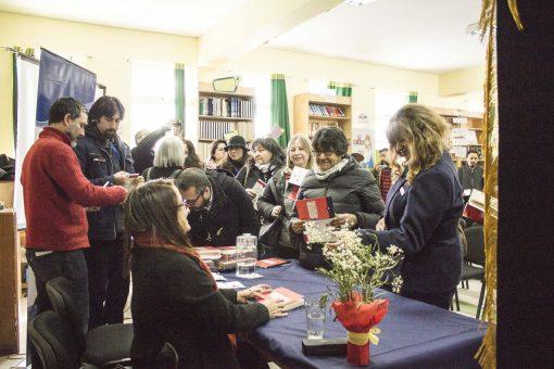 Conferencia y lanzamiento de libro de Beatriz Robledo en Liceo el Volcán