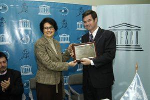 Entrega de Premio Unesco a www.biblioninos.cl 2005
